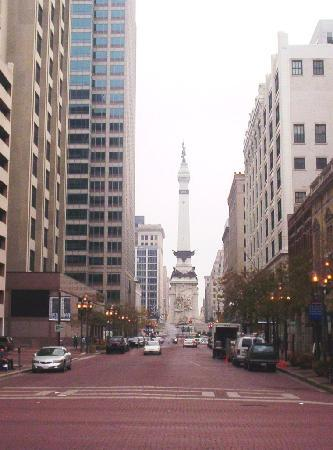 Holiday Inn Express Indianapolis Downtown City Centre : View  to  Monument Circle