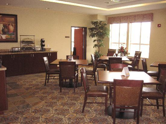 Comfort Inn & Suites McMinnville: breakfast room