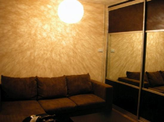 Sathorn Terrace Apartment: Sofa