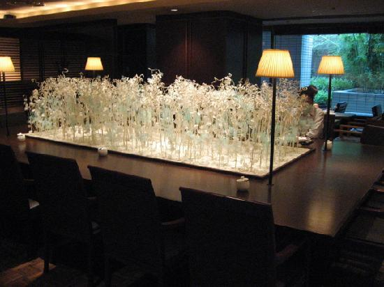 Shibuya Tokyu REI Hotel: Centre piece at hotel cafe where breakfast is served
