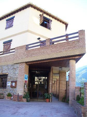 Hotel Rural Mirasierra: The front door.