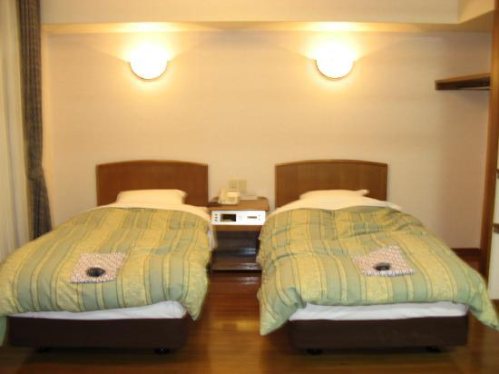 Hakone Senkei Plaza Inn: Senkei Plaza Inn - Cosy Twin Bed room with additional Tatami for triple