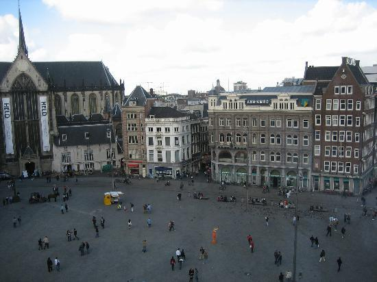Hotel De Koopermoolen: Dam Square view from the wax museum