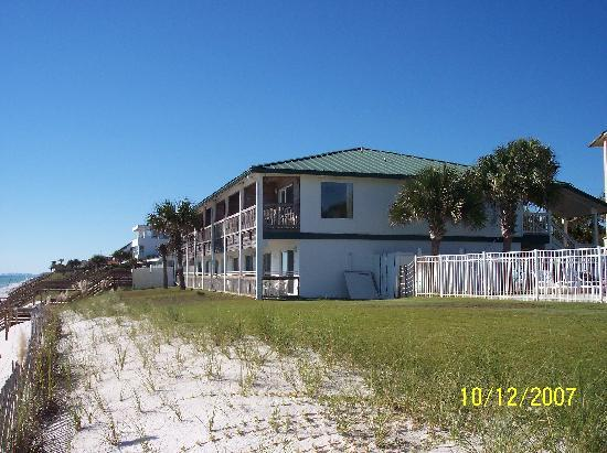 Seagrove Villas: 2 story beachside building