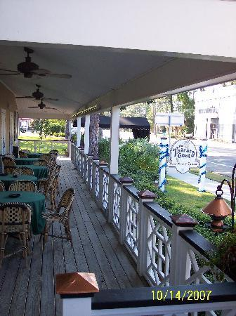 Port Inn: bar and breakfast seating on porch