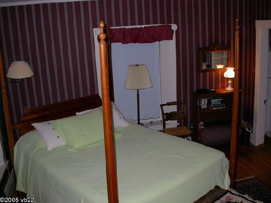 The Captain's Watch  Bed and Breakfast: Bed