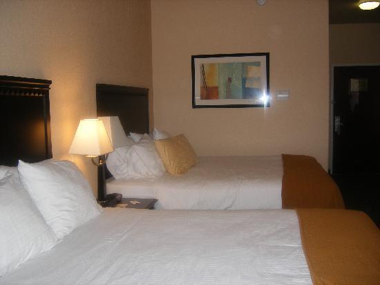 Holiday Inn Express Delano Hwy 99: room photo #1