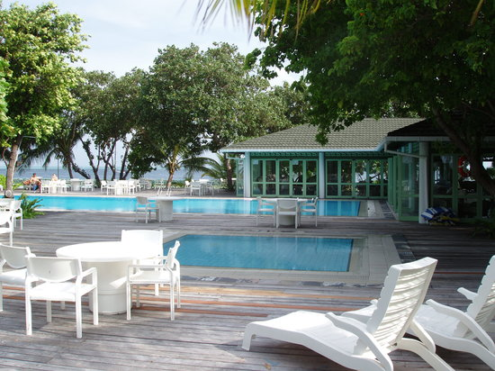 Lily Beach Resort & Spa: swimming pool &bar