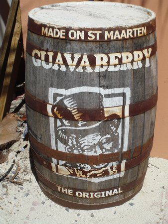 Sint Maarten Guavaberry Company: Guavaberry