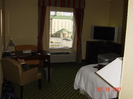 Hampton Inn by Hilton London : room