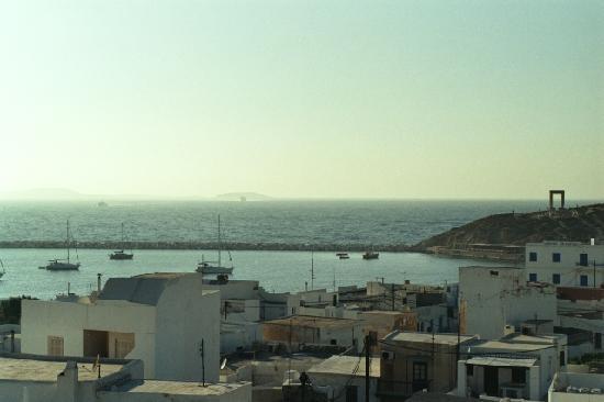 Despina's Rooms : Aussicht auf einfahrende Schiffe von Despina's terrasse
