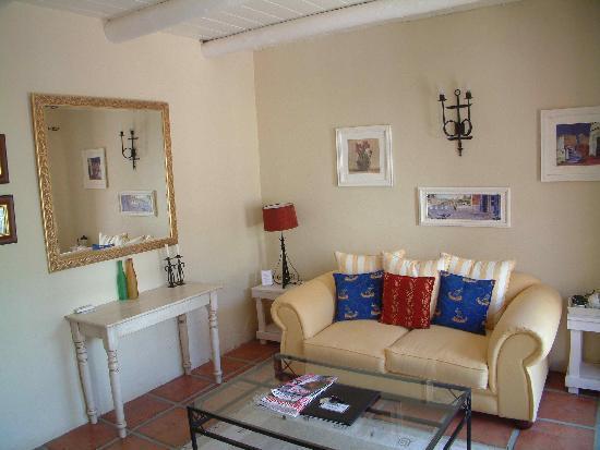 Auberge La Dauphine: Wohnzimmer Shiraz