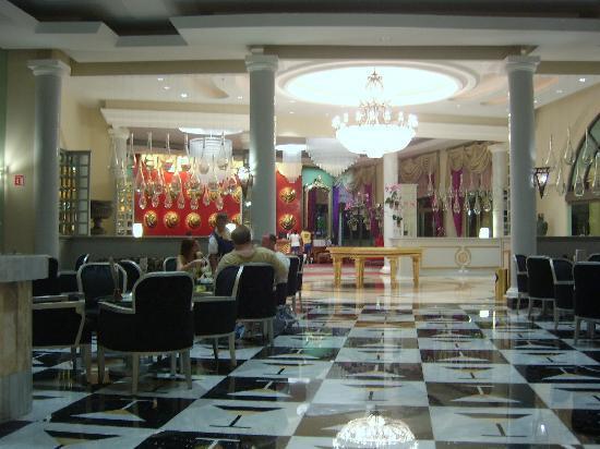 Iberostar Grand Hotel Paraiso: Lobby bar plus check-in area