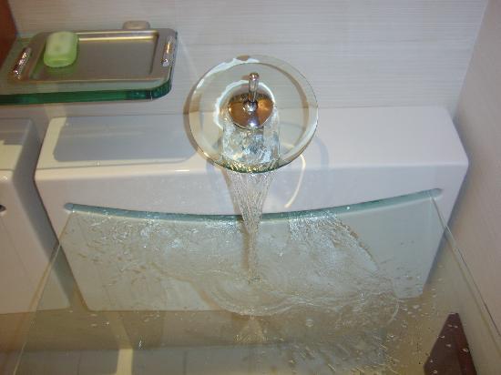 Iberostar Grand Hotel Paraiso: Coolest sink ever - by La Brisa (buffet)