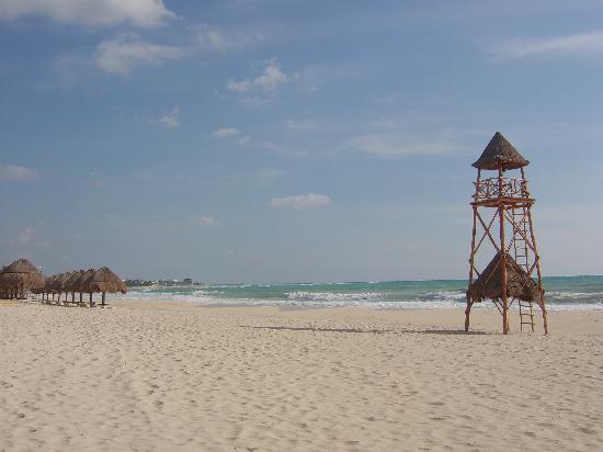 Iberostar Grand Hotel Paraiso: Beach, looking toward Maya
