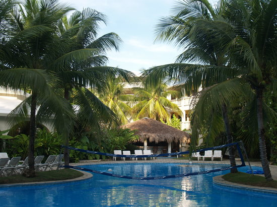 Coconut Palms Resort: Hotel and Pool view 2