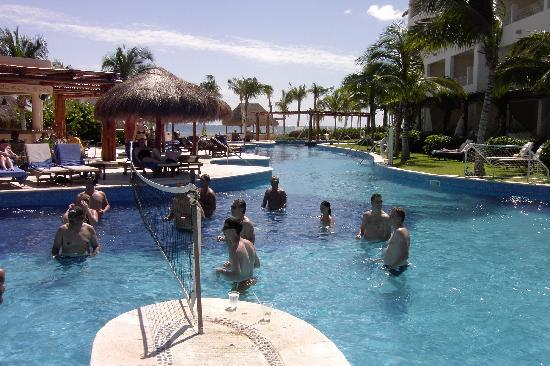 Excellence riviera cancun poker