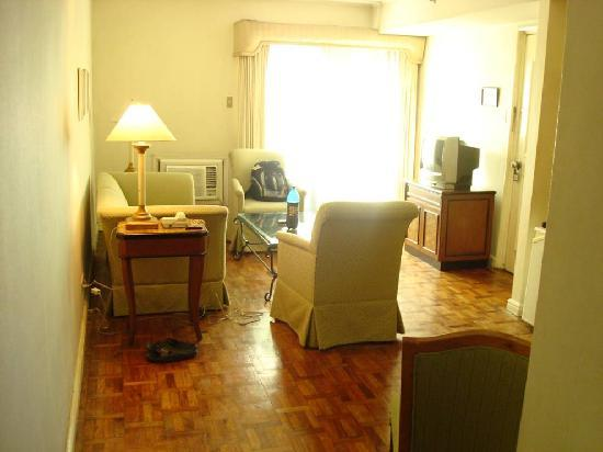 Millennium Makati Service Residence: Picture of Living room in 1 BR Suite