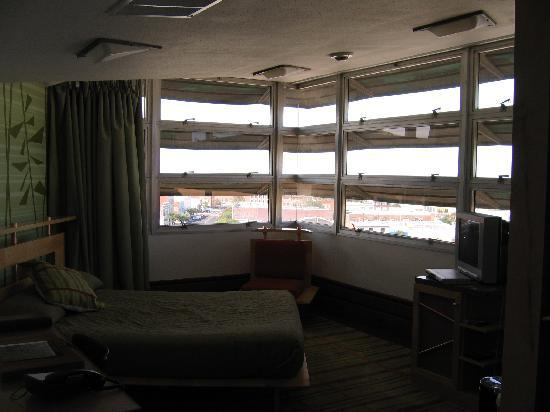 Inn at Price Tower: Standard room with wrap around casement windows