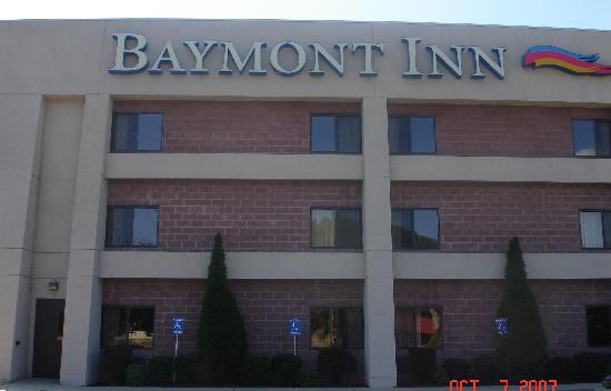 Baymont Inn & Suites Cherokee Smoky Mountains: Outside of Hotel