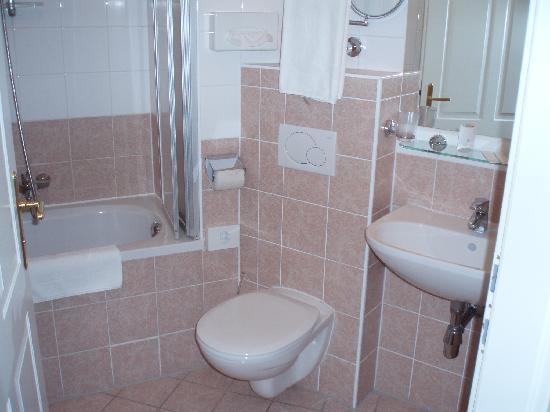 Suite Hotel 900 m zur Oper : La salle de bain