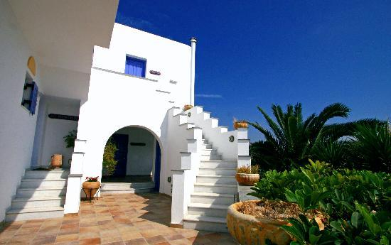 Ammos Naxos Exclusive Apartments: Stairs for 1st floor studios
