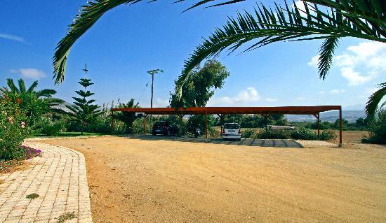 Ammos Naxos Exclusive Apartments: Carport