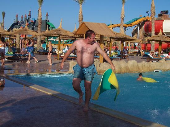 Turquoise Beach Hotel: Fat bloke at the aqua park. ( yes i am the fat bloke)
