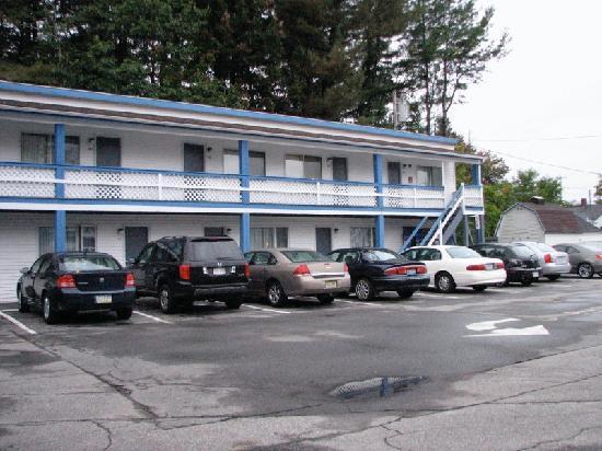Relax Inn: motel