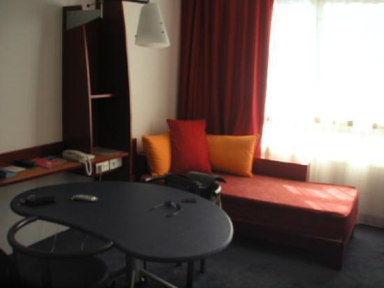 Novotel Suites Montpellier: Leaving Room