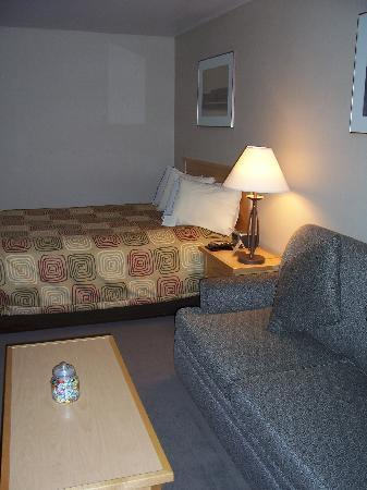 University Inn - A Piece of Pineapple Hospitality: Premier room at University Inn