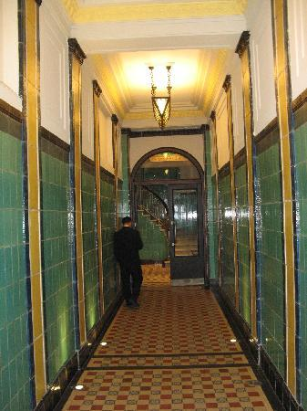 Moreno Hotel Buenos Aires: Entrance from street