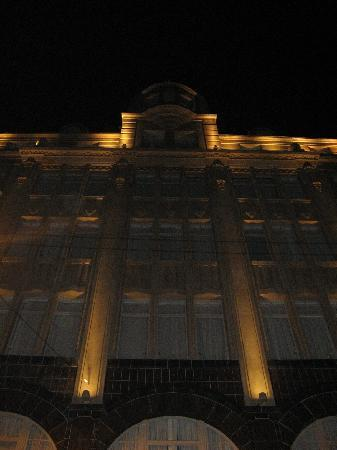 Moreno Hotel Buenos Aires: Outside of hotel at night