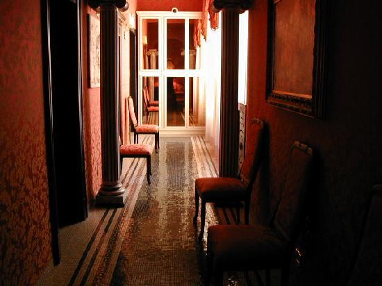Celio Hotel : Inviting hallway
