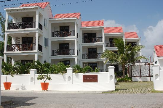 Silver Point Hotel: Front of the hotel