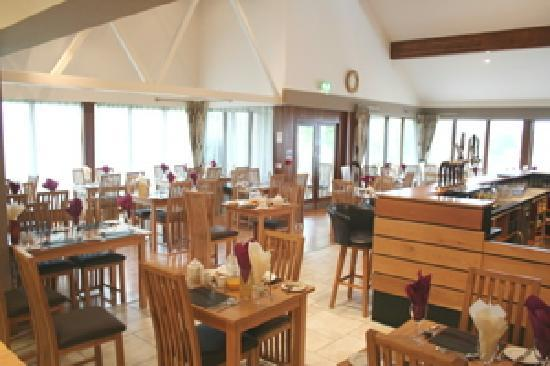 Glendarragh Valley Inn: Restaurant with panoramic views