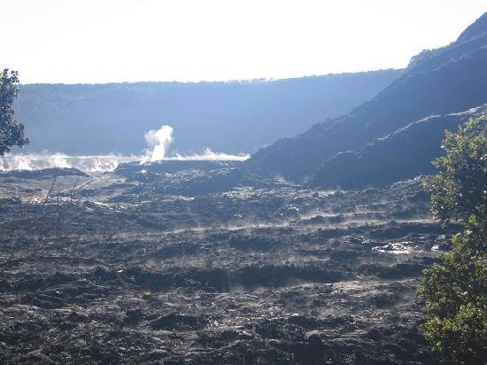 Hale Ohia Cottages: Nearby hike across Kilauea Iki crater