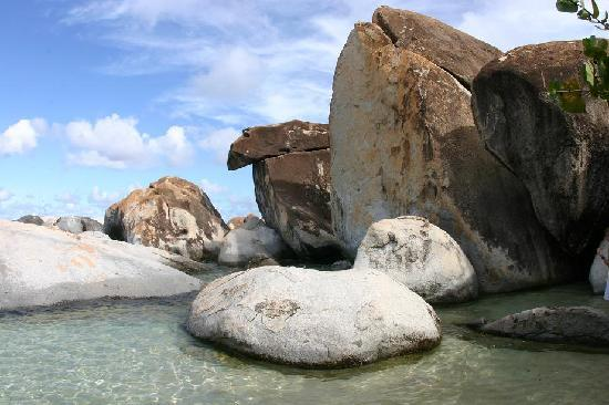 The Baths: Along the trail to Devil's Bay