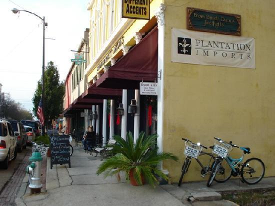 Locust Alley: Historic building that houses loft