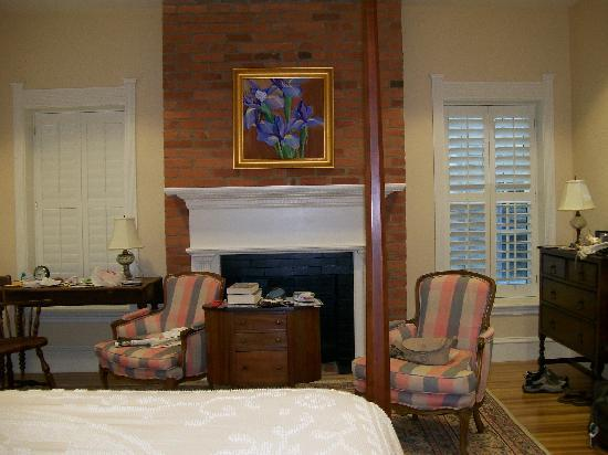 Embassy Circle Guest House: view of room 124 from bed