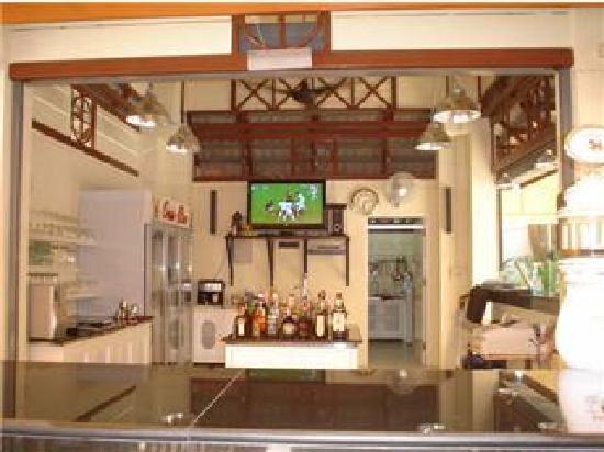 Oasis Guesthouse & Bar: Oasis Bar