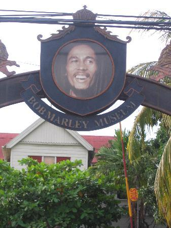 Williams Guest Houses: bob marley museum