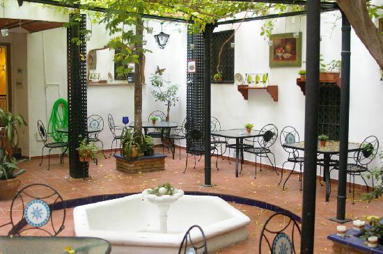 Hostal Costa Azul: Hotel courtyard