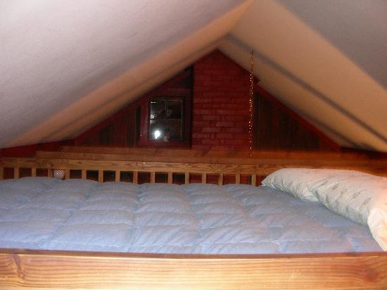 The Inn at Antietam: Smokehouse Suite-Full size bed in the loft-watch your head!