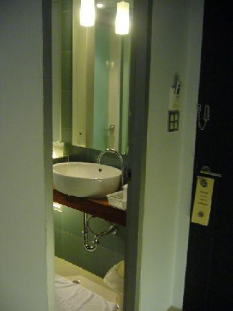 Swana Bangkok Hotel: bathroom entrance