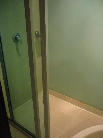 Swana Bangkok Hotel: shower area