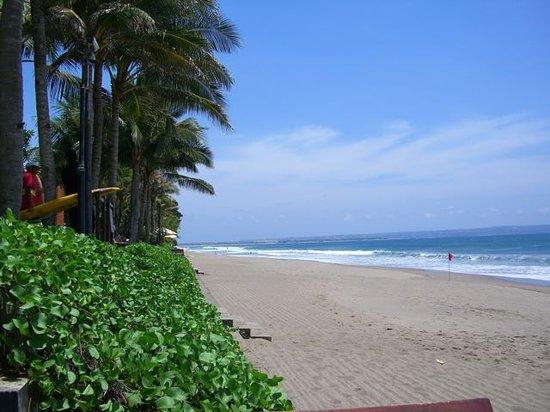 The Legian Bali: Hotel beach