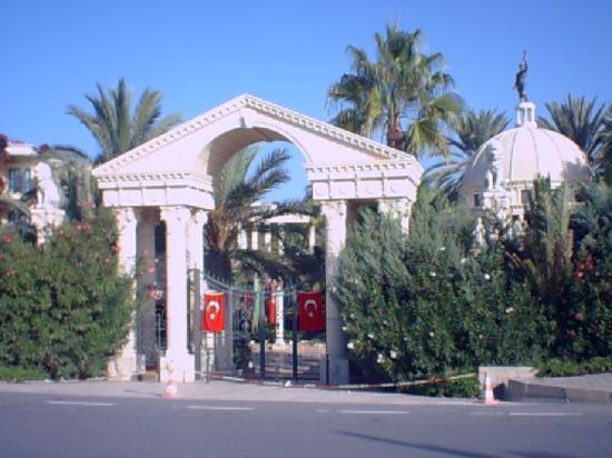 Yetkin Club Hotel: entrée de l'hotel