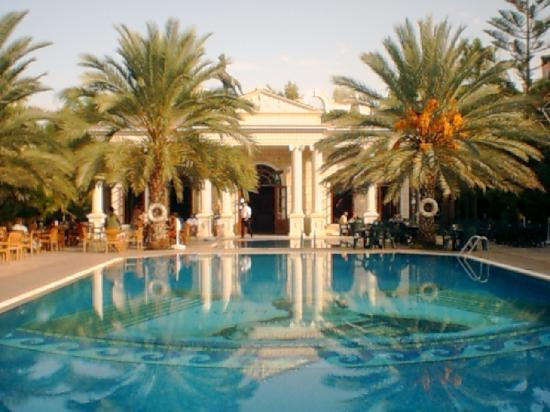 Yetkin Club Hotel: piscine