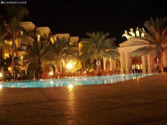 Yetkin Club Hotel: restaurant la nuit